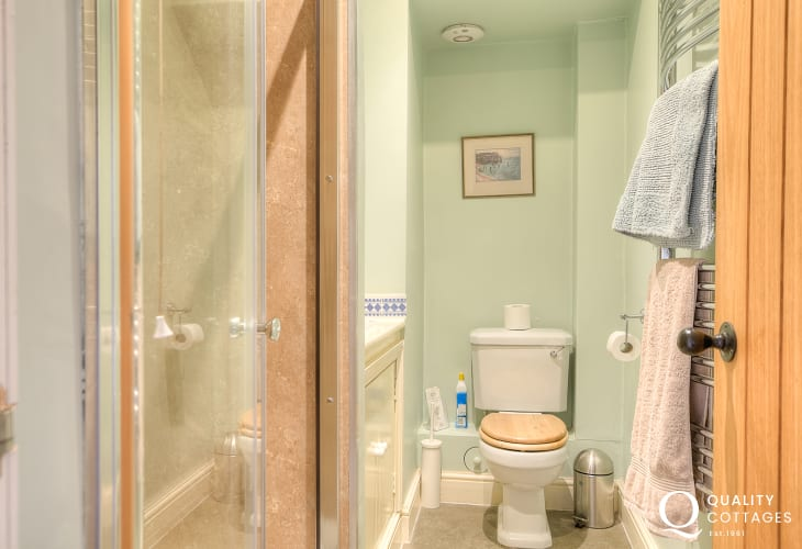 Glasbury holiday cottage - bathroom