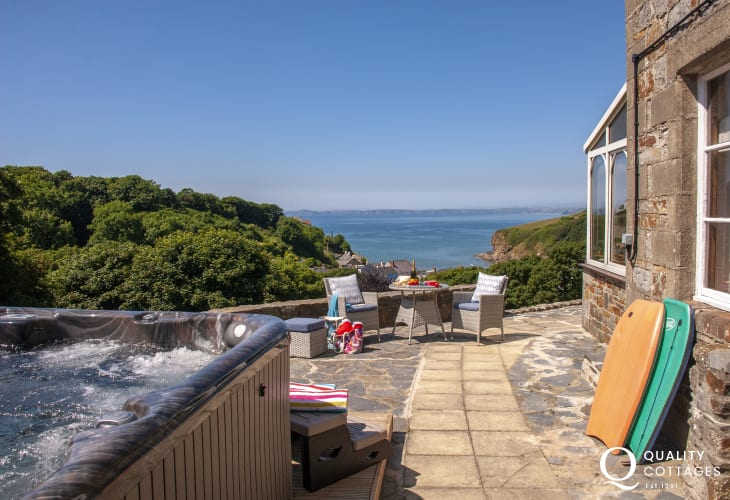 Little Haven holiday home with hot tub and stunning sea views