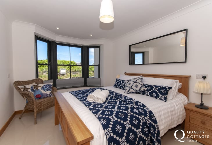 Parrog Beach spacious holiday home - ground floor king size bedroom with sea views