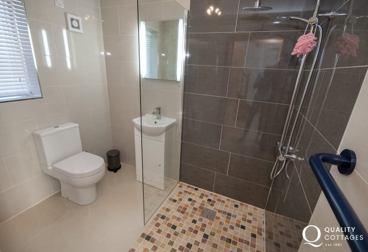 Newport holiday home with ground floor shower room