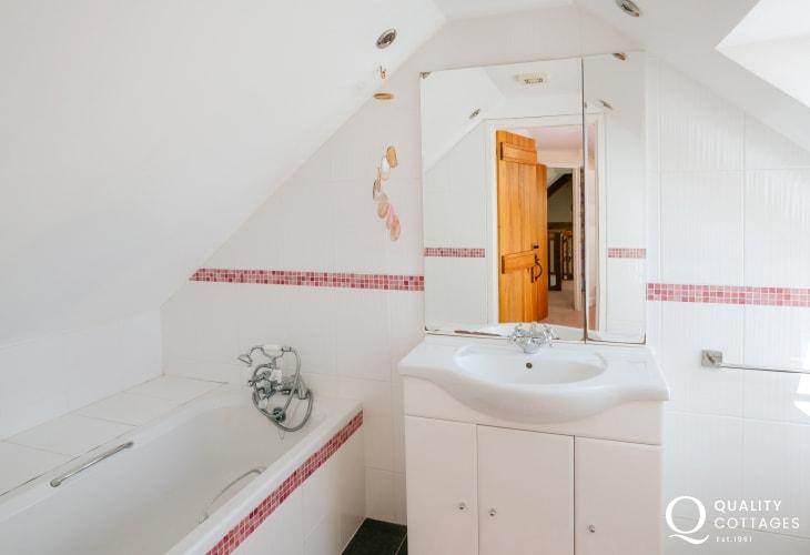 En-suite to twin bedroom with shower over bath