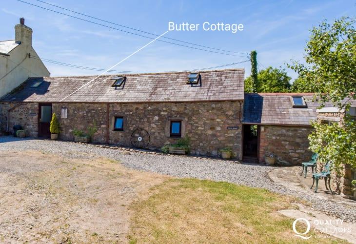 Stone holiday cottage sleeps 4 Gower coast