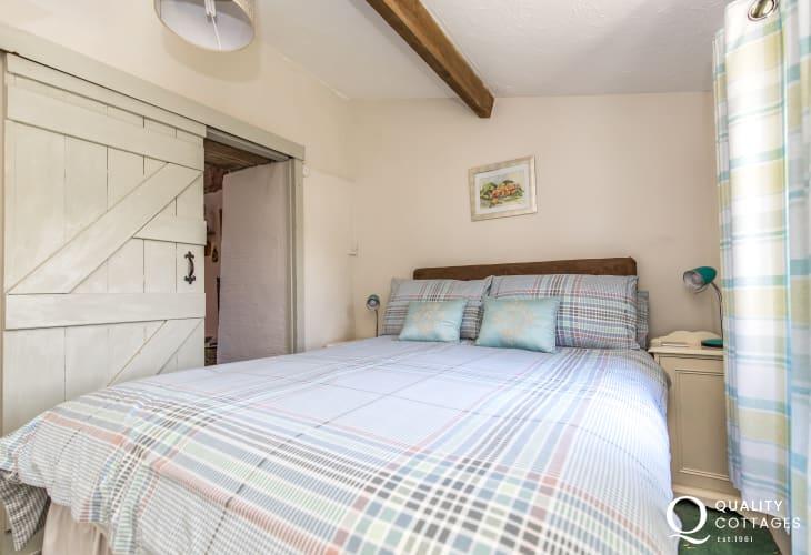 Double bedroom bedside cabinets, bedside lamps