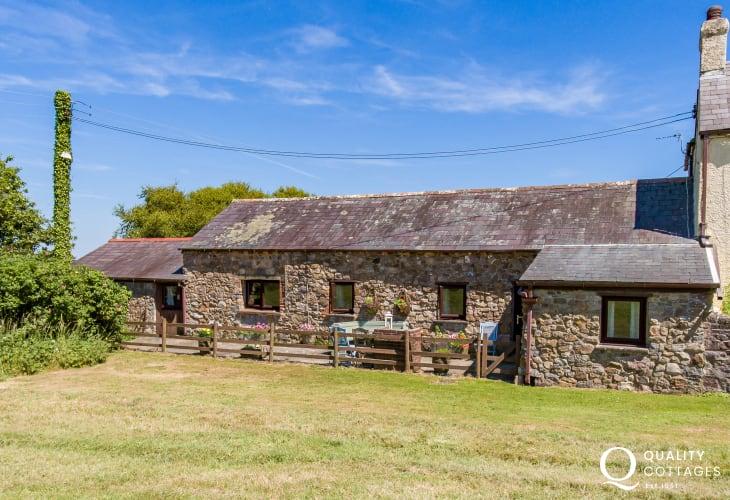 Coastal cottage sleeps 4 Gower coast