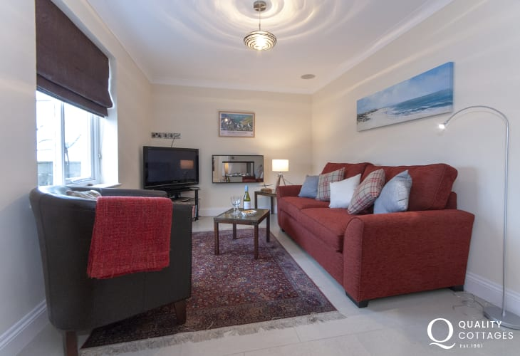 Trefin family holiday cottage - snug with books and games