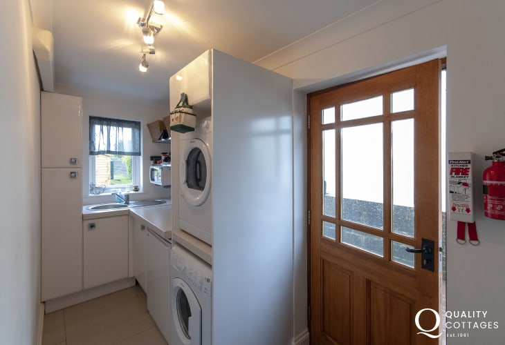Pembrokeshire cottage with compact fully equipped utility room