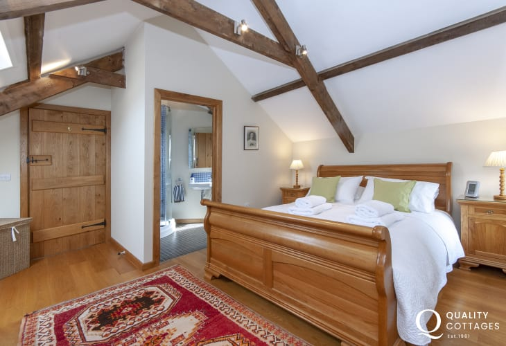 Abercastle luxury holiday cottage - master king size bedroom