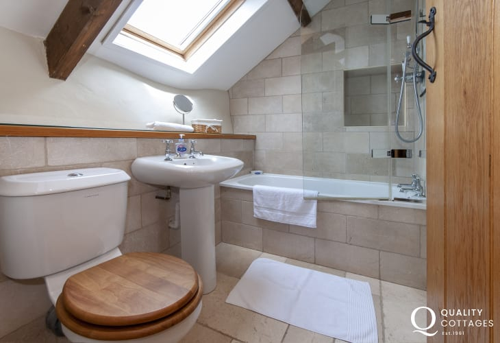 North Pembrokeshire holiday cottage - family bathroom with shower over bath