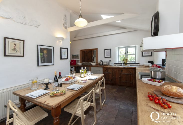 Self catering Pembrokeshire - rustic style open plan kitchen/diner