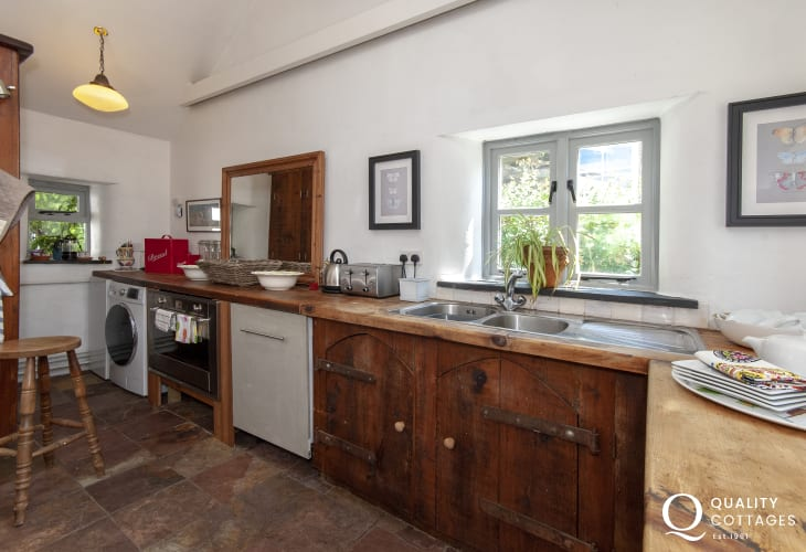 Self catering North Pembrokeshire - rustic style kitchen