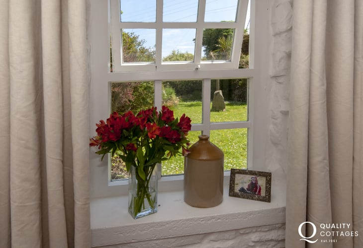 St Nicholas holiday cottage  with front garden views