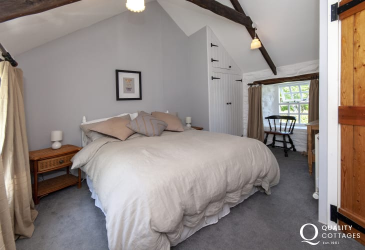 Aberbach holiday cottage sleeps 6 - kingsize bedroom with garden views