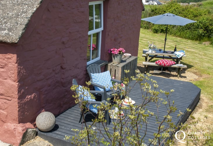 Newgale coastal cottage  - deck with coast and country views