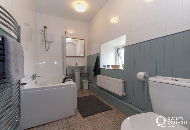 Newgale holiday cottage - family bathroom