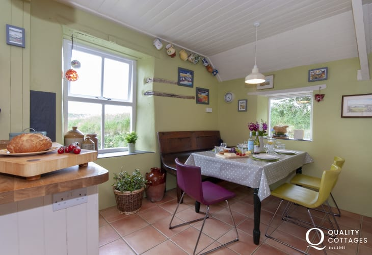 Nolton Haven holiday cottage - dining area