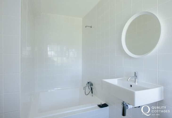 Ensuite shower room with square bath
