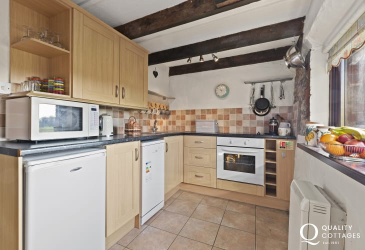 Kitchen with electric oven and hob microwave