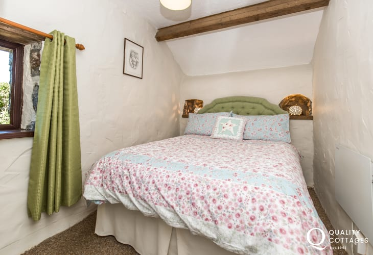 Double bedroom bedside lamps