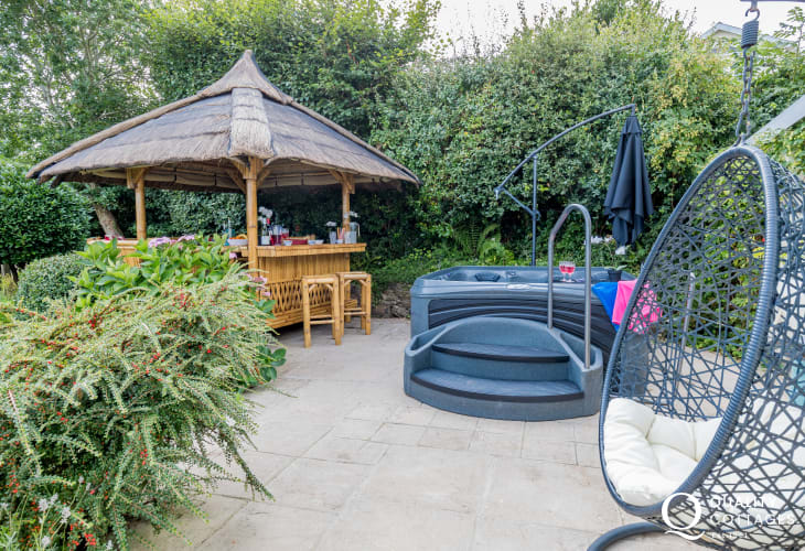 Garden gazebo with hot tub for holidays