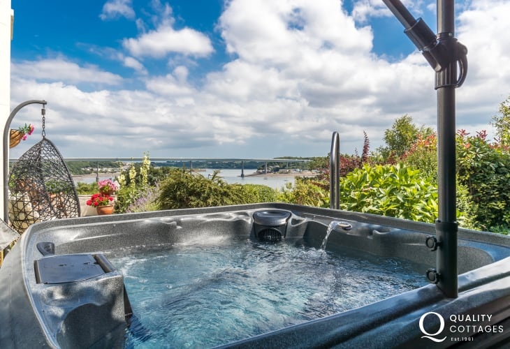 Hot tub garden views sea views