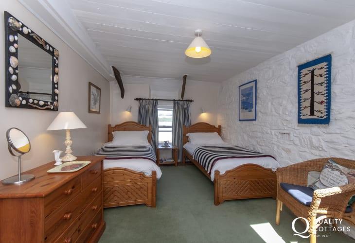 Carn Ingli Newport holiday cottage sleeps 4 - twin