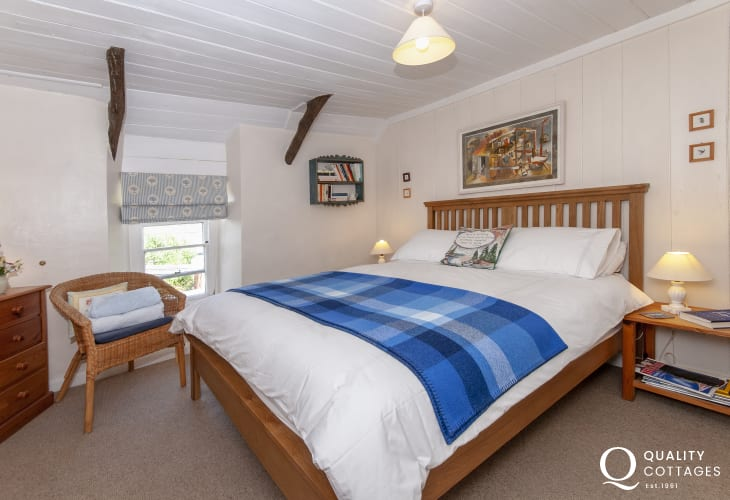 Newport, Pembrokeshire holiday cottage - king size master bedroom