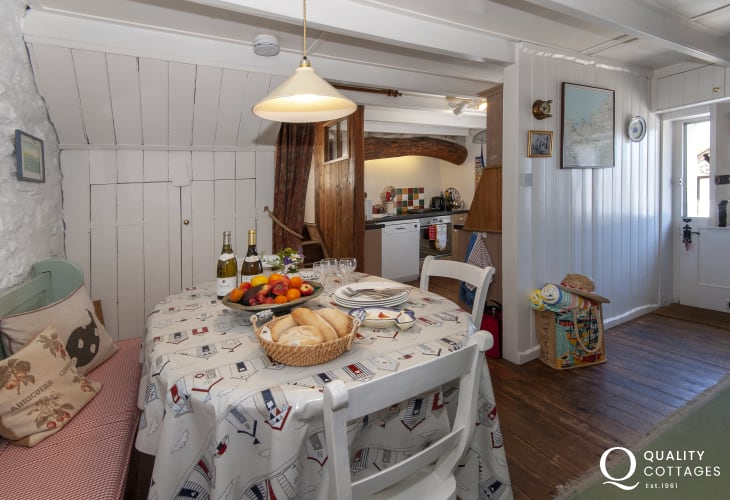 North Pembrokeshire holiday cottage with cosy dining area