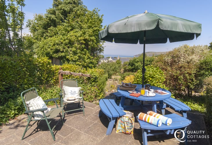 Coastal cottage Newport Pembrokeshire - secluded rear patio with distant sea views