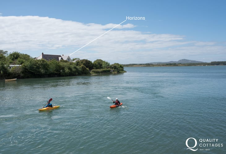 Holiday cottage in Anglesey with panoramic views of the inland sea and mountains - exterior view of property.