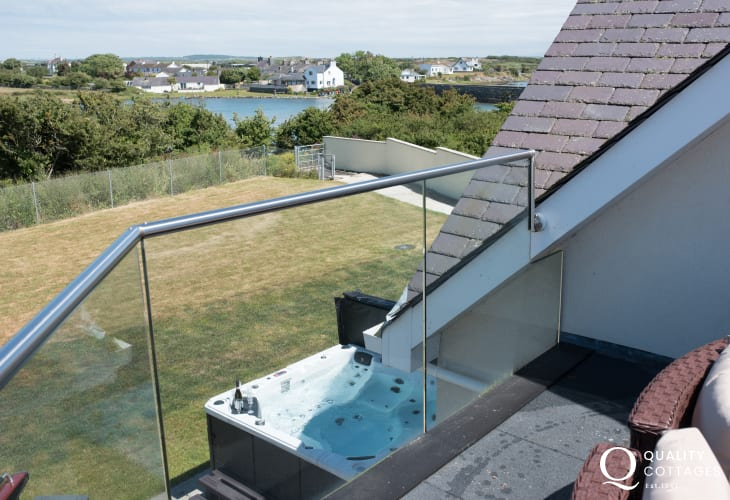 Luxury holiday cottage with hot tub in Four Mile Bridge, Anglesey - balcony with panoramic sea views and seating.