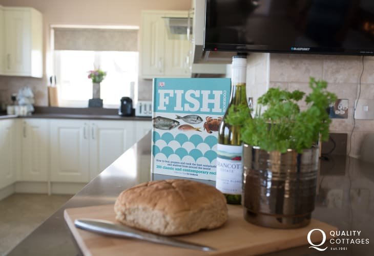 Four Mile Bridge, Anglesey holiday cottage - modern well equipped kitchen.