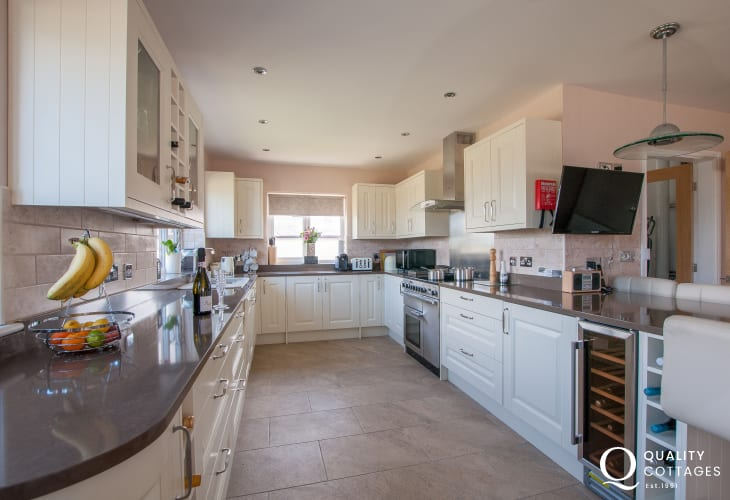 Four Mile Bridge, Anglesey holiday cottage - kitchen with wine fridge, dishwasher, induction hob, 2 ovens and breakfast bar
