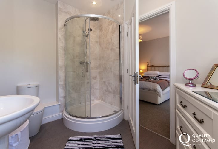 St Florence holiday home - master en-suite shower