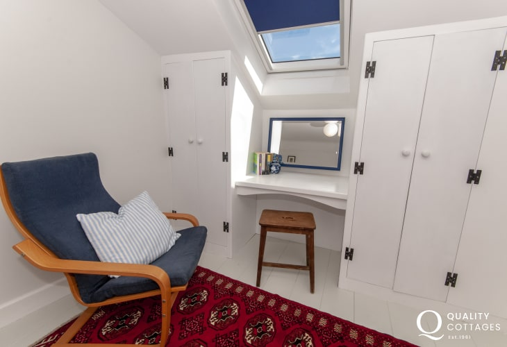 St Davids holiday cottage - twin with ample wardrobe space