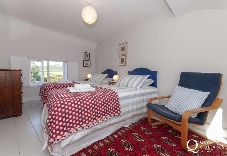 St Davids holiday cottage - twin