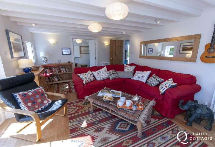 Whitesands Beach holiday cottage - spacious living room with large corner sofa