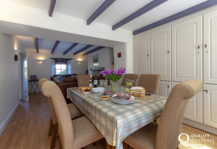 Abercastle holiday home - cosy snug/dining room