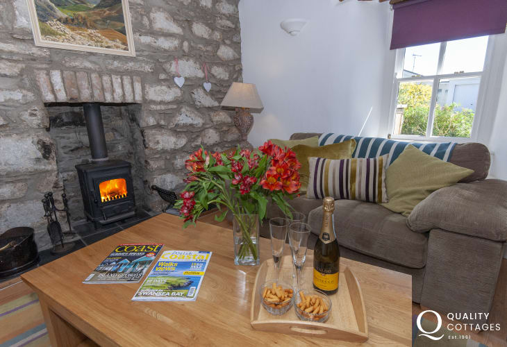 Trefin, North Pembrokeshire cosy holiday cottage with log burning stove