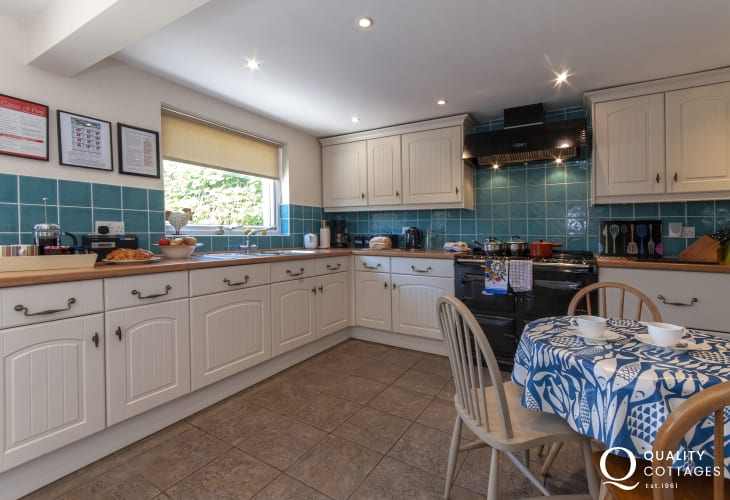Self-catering Pembrokeshire coastal cottage - luxury country style kitchen with Aga and breakfast table