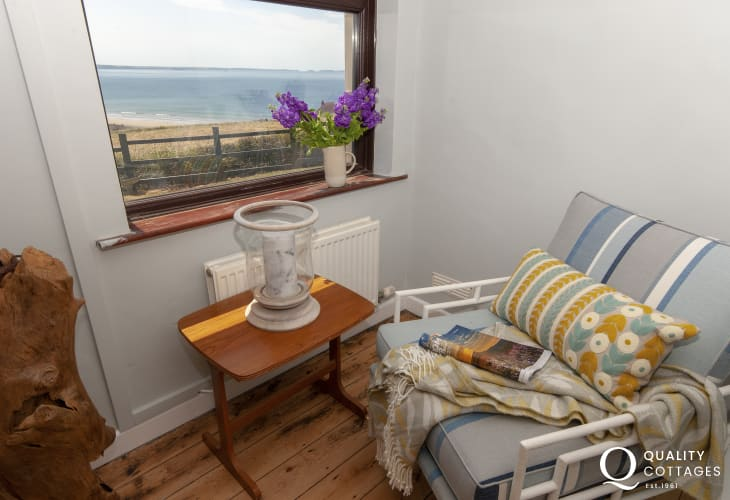 Newgale holiday home - quiet reading spot over looking the coast