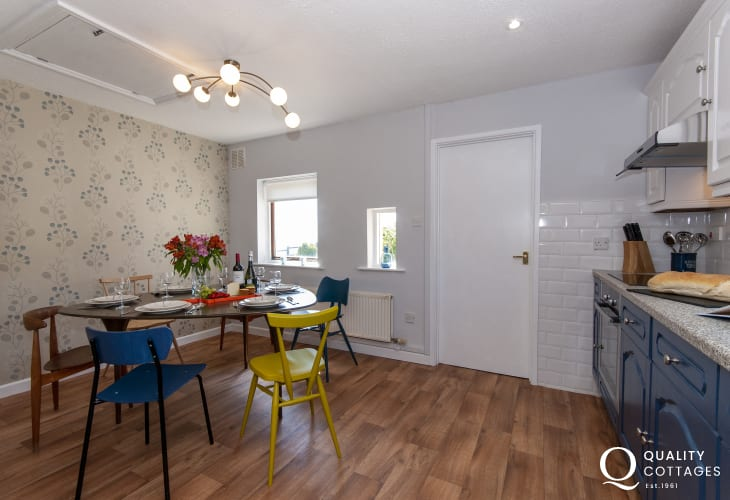 Self-catering Newgale - spacious dining area