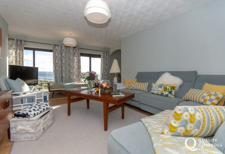 Newgale Sands coastal holiday cottage - comfortable living room with stunning views to the beach