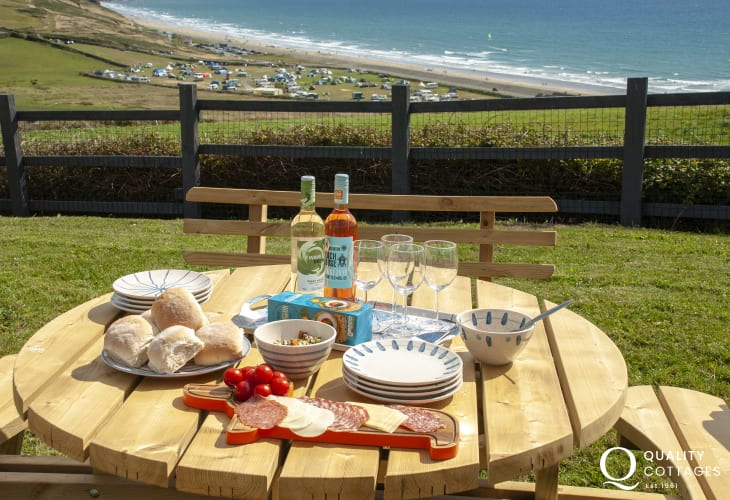 Newgale Sands holiday cottage with stunning sea views from the gardens