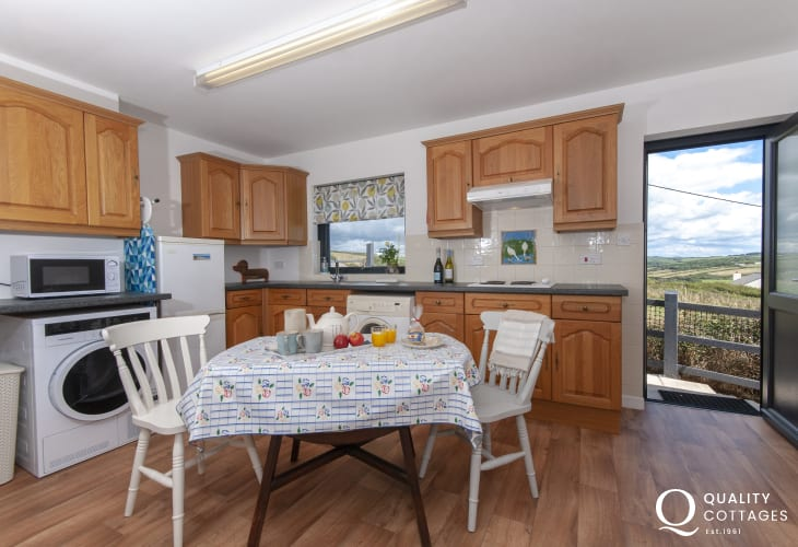 Newgale pet friendly holiday home with second kitchen/laundry room