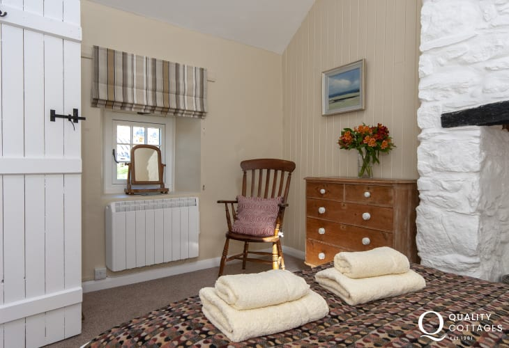 Porthgain holiday cottage with luxury linen and towels