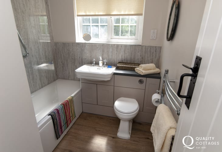 St Davids holiday cottage - modern family bathroom with shower over bath