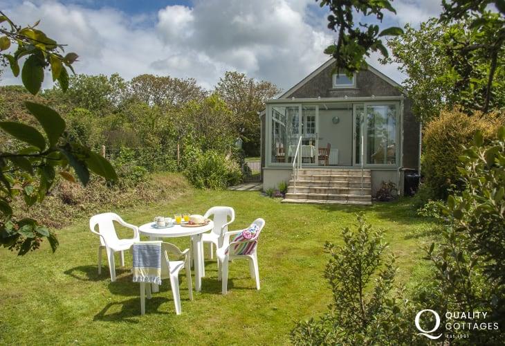 St Davids, Pembrokeshire - holiday cottage with sheltered South facing garden