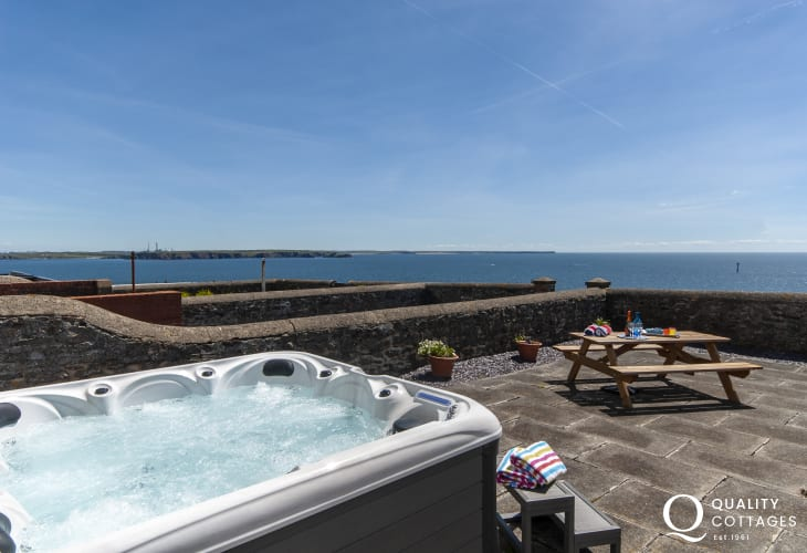 Dale holiday cottage with hot tub on the terrace overlooking the sea