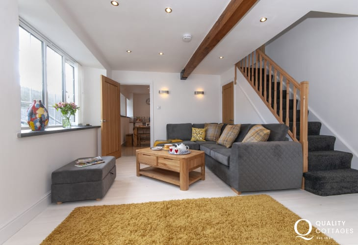 Solva contemporary holiday home with wifi - living room