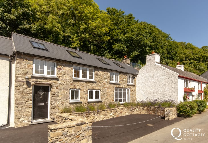 Solva restored holiday cottage with parking and gardens